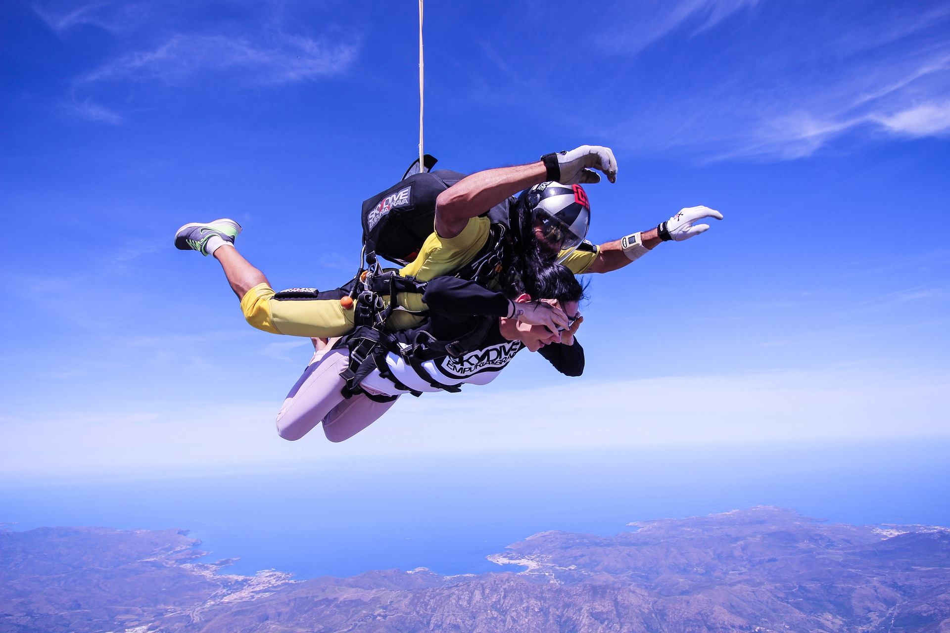 All you need to know about tandem skydiving